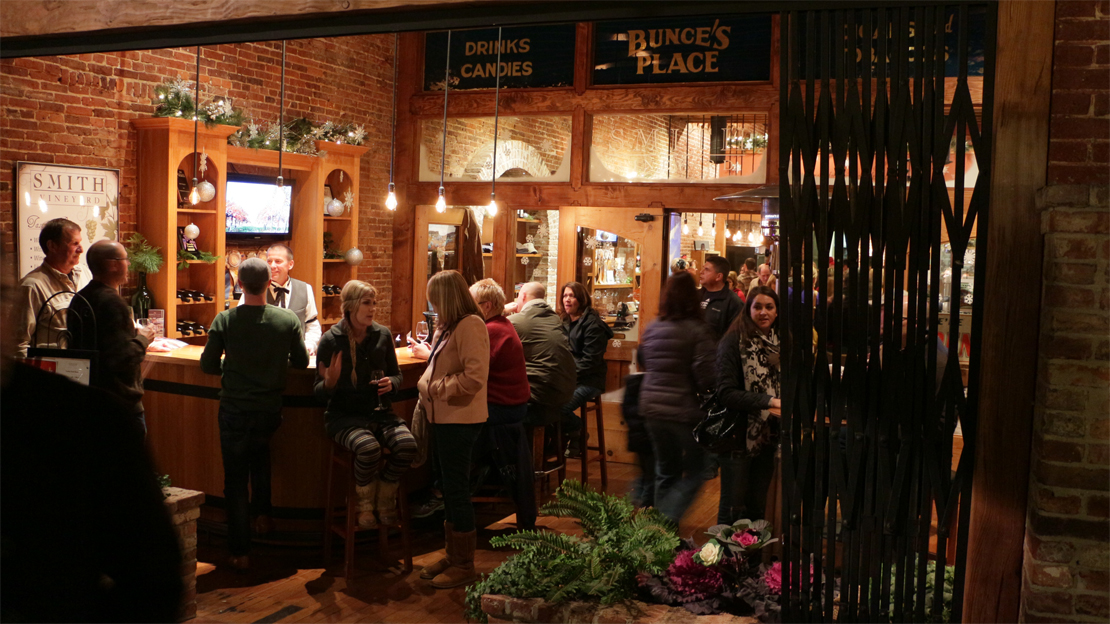 smith-tasting-room-evening-downtown-grass-valley